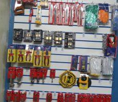 Chaves de fenda, alicates, serras, EPIs,varetas de soldas